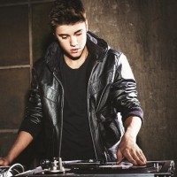 Justin Bieber poklanja fanovima 10 pesama!