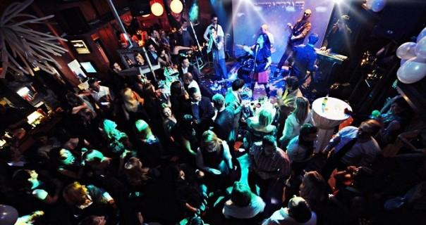 Karaoke pod maskama u BitefArtCafe-u, četvrtak 31.10.