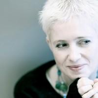 Helen Austin, sanjiva, nežna i romantična