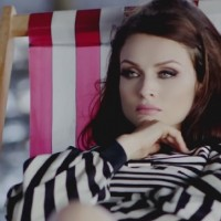 Prelepa Sophie Ellis Bextor u neobičnom spotu