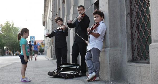 3 dečaka i 3 violine