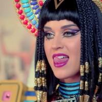 Katy Perry propagira crnu magiju?!