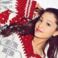 Ariana Grande je ponovo tu!