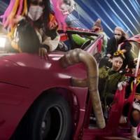 "Grimes izbacila (prehisteričan) novi spot za ""Kill V.Maim"""