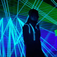 A sad malo Zayn u neonu