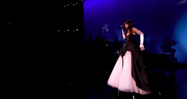 Camila Cabello predstavila romantični jesenji spot nakon uspeha na AMAs