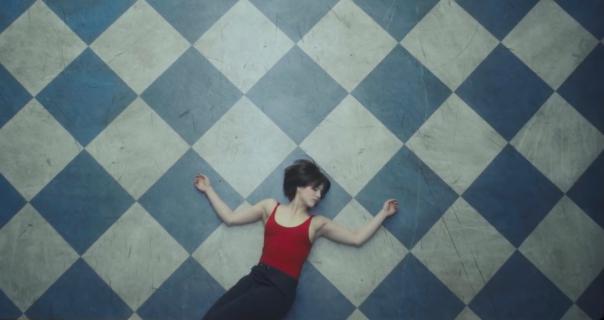 Miona Marković u spotu benda Buč Kesidi