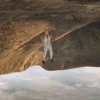 Trevor Daniel pesmom Falling probija do top lista dve godine nakon objave