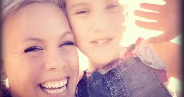 Pink objavljuje duet sa ćerkom Willow